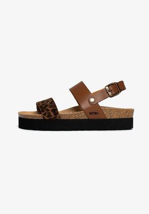 GLADSTONE - Sandały na platformie - brown