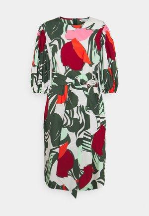 HAVTORN ISO MEHU DRESS - Vapaa-ajan mekko - green/red/sand