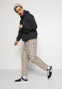 Vintage Supply - CASUAL CHECK TROUSER - Trousers - beige - 3