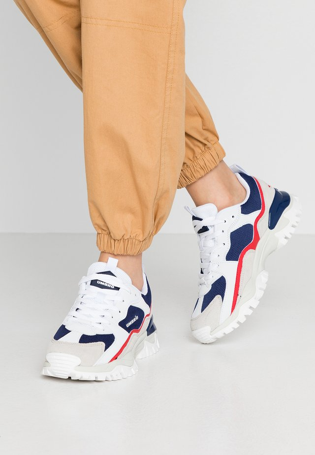 BUMPY - Joggesko - navy/ white/vermillion/white smoke