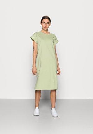 ELISSE ALVA DRESS - Žerzejové šaty - reseda