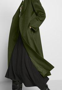 MAX&Co. - LONGRUN - Zimní kabát - khaki green - 5