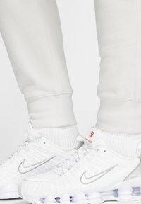 Nike Sportswear - CLUB - Tracksuit bottoms - vast grey/white - 4