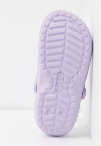 Crocs - CLASSIC LINED - Slippers - lavender - 6