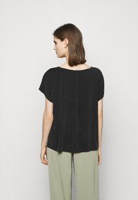 DRYKORN - KIMANA - Basic T-shirt - schwarz - 2