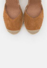 Vidorreta - High heeled sandals - camel - 5