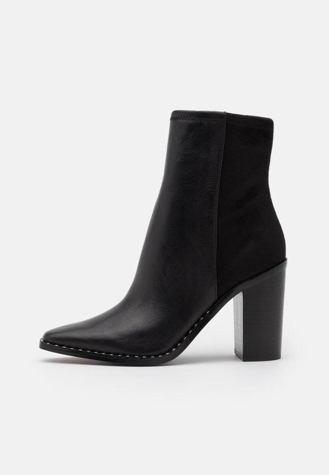 ALYCIA - Korte laarzen - black