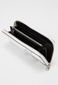 Calvin Klein Jeans - ZIP AROUND - Wallet - white - 4