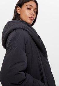 Bershka - Zimní bunda - black - 3