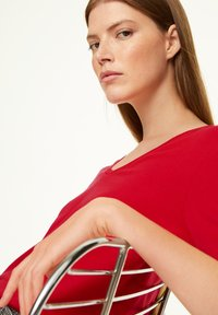 comma casual identity - MIT V-AUSSCHNITT - Long sleeved top - scarlet red - 3