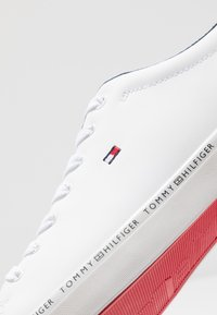 Tommy Hilfiger - ESSENTIAL VULC - Trainers - white - 5