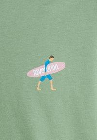 REVOLUTION - REGULAR - Print T-shirt - light green - 5