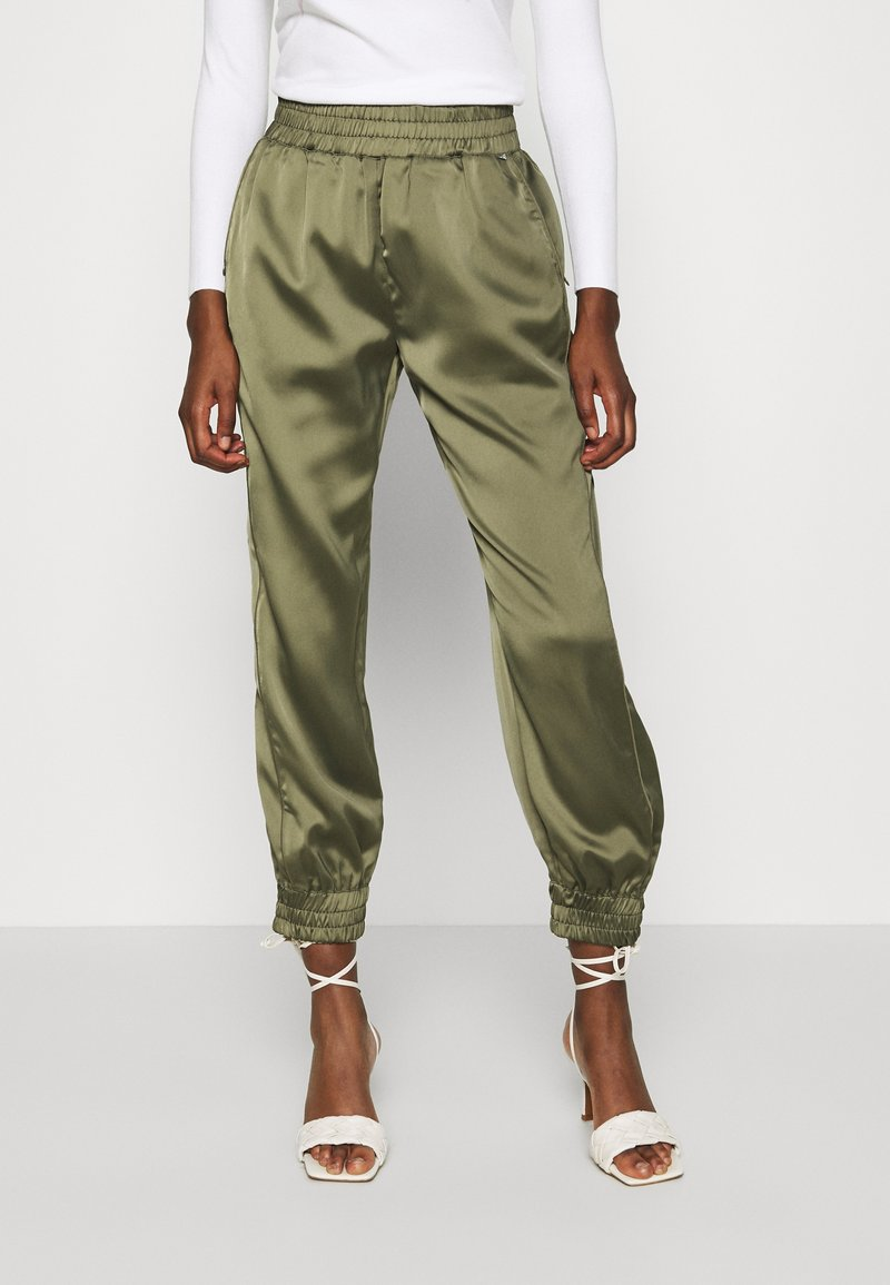 Guess - EUPHEMIA - Tracksuit bottoms - greek olive