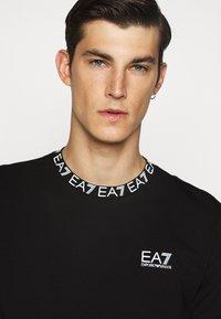 EA7 Emporio Armani - TEE COLLAR LOGO  - Print T-shirt - black - 4