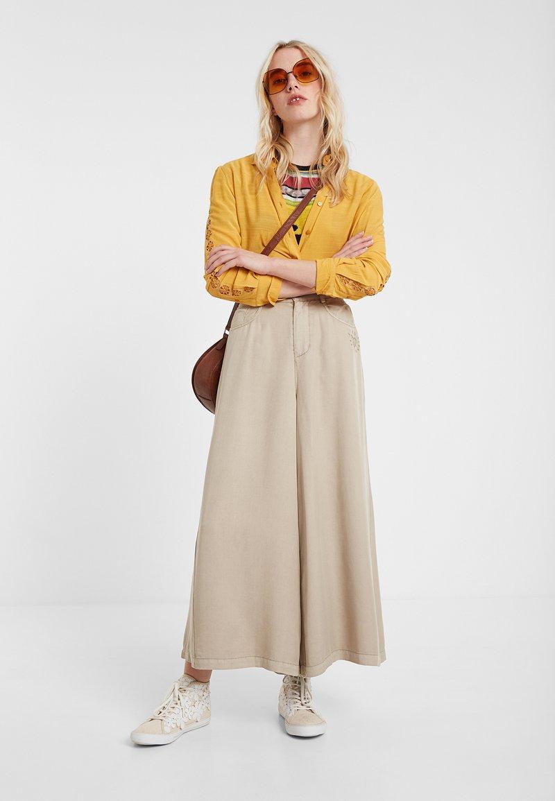Desigual - PANT_PEACE - Spodnie materiałowe - brown