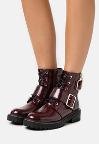 New Look - BUSY LACE UP CHUNKY - Lace-up ankle boots - dark red - 0