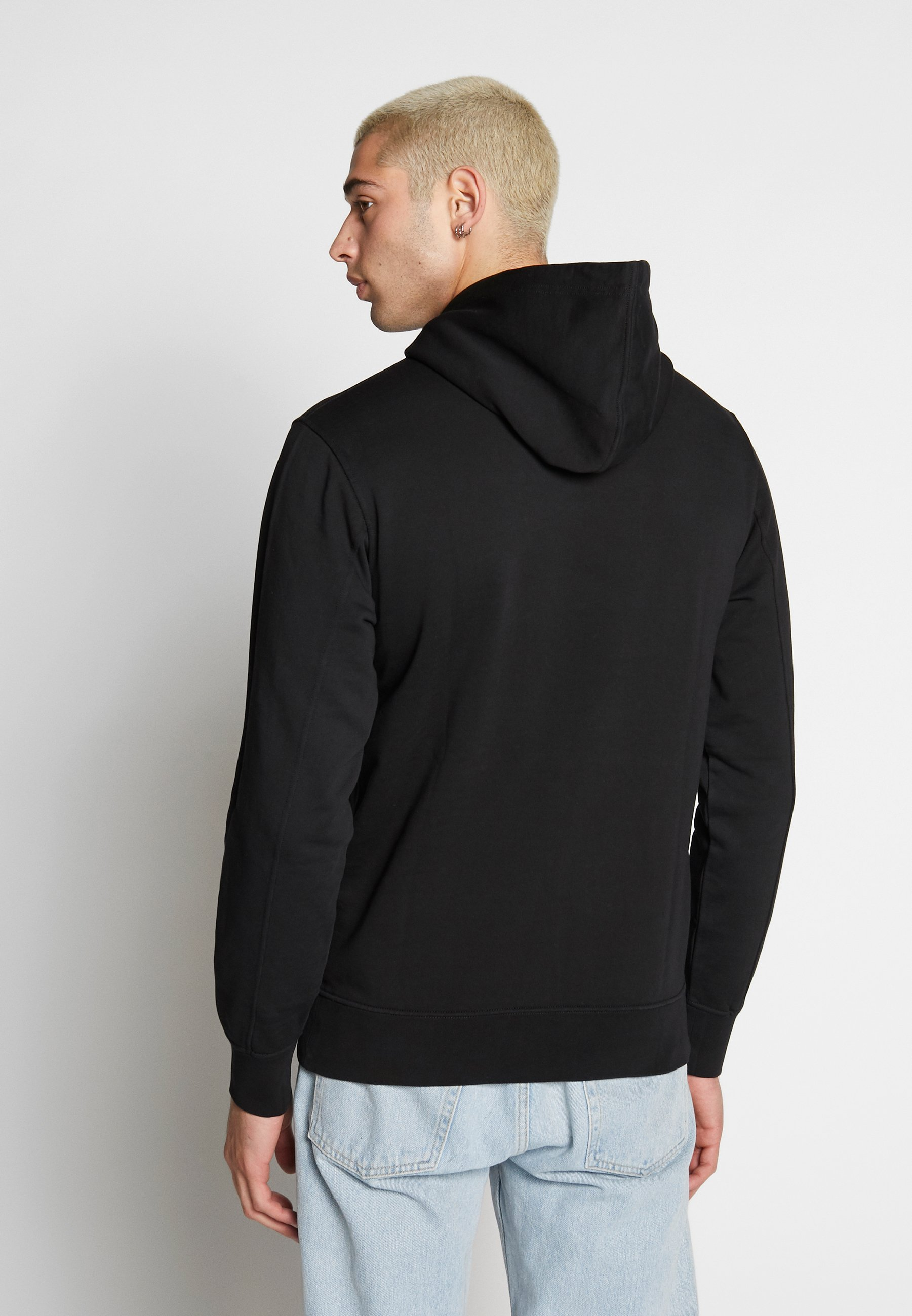 Hyviä Tarjouksia Miesten vaatteet Sarja dfKJIUp97454sfGHYHD Calvin Klein Jeans INSTIT CHEST LOGO HOODIE Huppari black