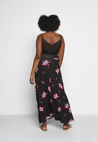 CAPSULE by Simply Be - PRINT SKIRT - Maxi skirt - black/burg - 2