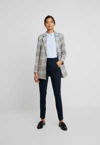 Fiveunits - ANGELIE - Trousers - navy zinni - 1
