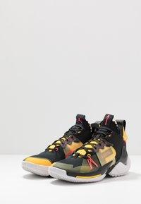 Jordan - WHY NOT 0.2 SE - Basketbalové boty - black/flash crimson/amarillo/vast grey - 2