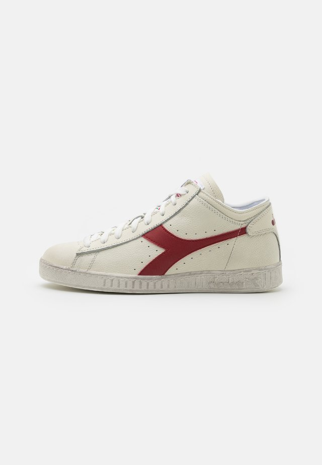 GAME WAXED ROW CUT UNISEX - High-top trainers - white/red pepper