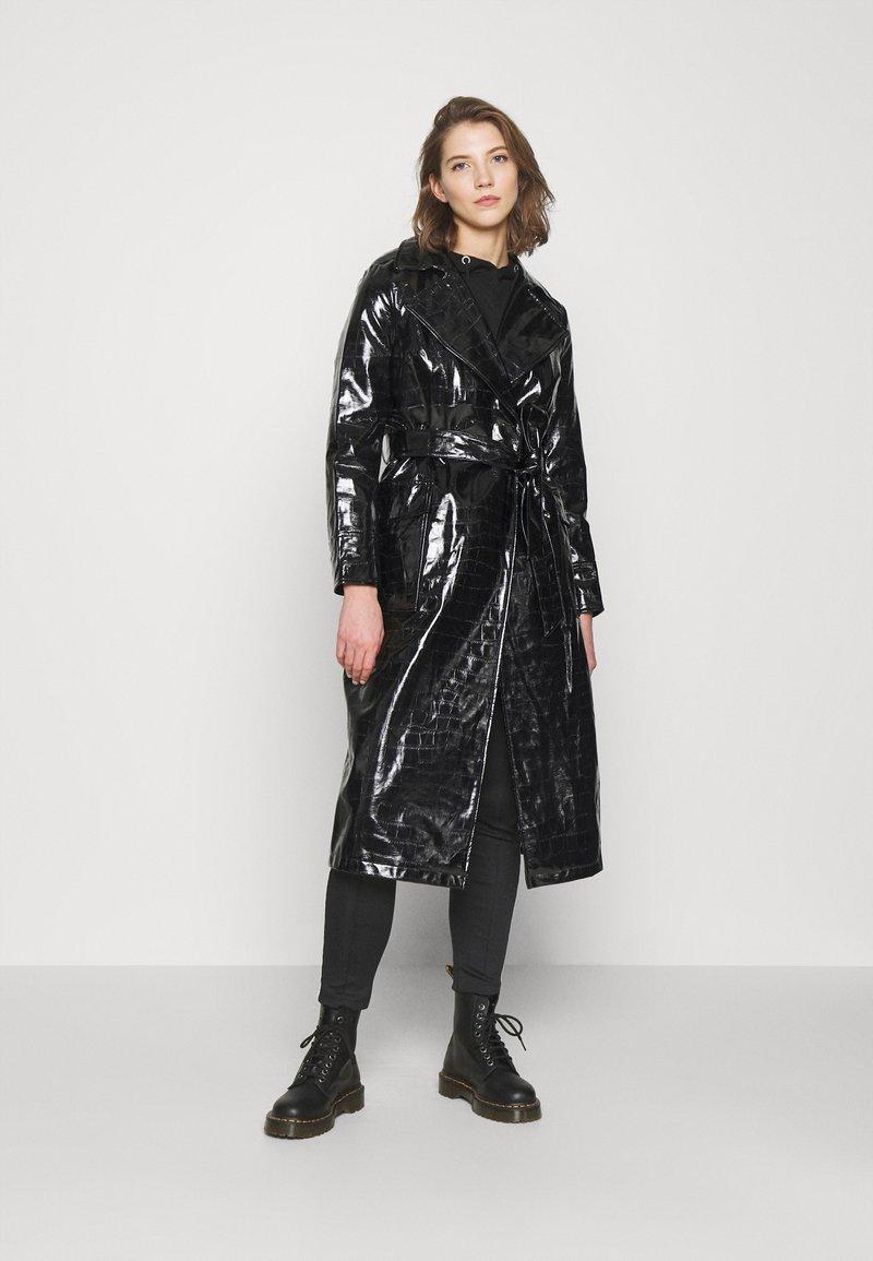Topshop - MARINA CROC - Trenchcoat - black