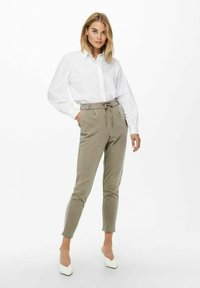 ONLY - LOOSE FIT - Tracksuit bottoms - walnut - 1