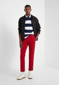 Polo Ralph Lauren - SLIM FIT BEDFORD PANT - Spodnie materiałowe - pioneer red - 1