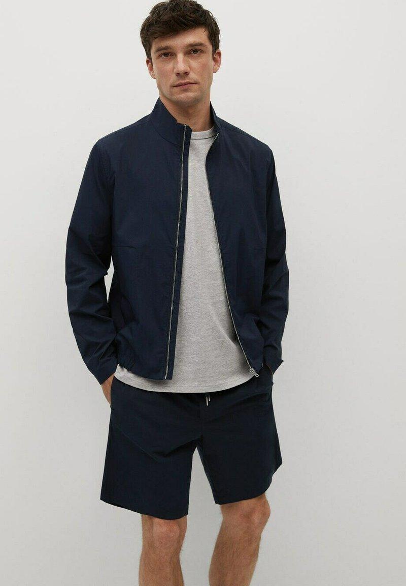 Mango - MIT REISSVERSCHLUSS - Summer jacket - dunkles marineblau