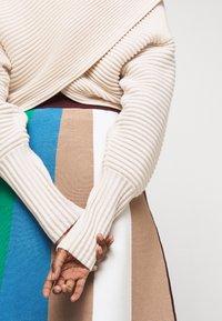 Victoria Victoria Beckham - CROSSOVER BACK JUMPER - Neule - paper white - 3