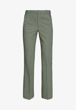 ZELLAIW BOOTCUT PANTS - Spodnie materiałowe - beetle green
