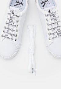 Calvin Klein Jeans - PROFILE LACEUP  - Joggesko - bright white - 5