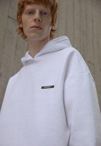 9N1M SENSE - SILENT FLOWERS HOODIE UNISEX - Sweatshirt - white - 2