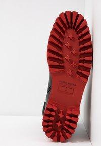 Paloma Barceló - ANAIS SUPREME - Platform ankle boots - black/red - 6