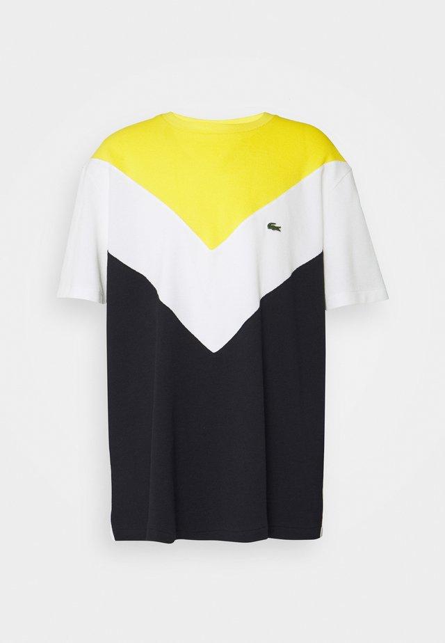 PLUS  - T-shirt imprimé - abysm/flour