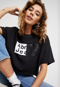 Abrand Jeans - A CROPPED OVERSIZED TEE - Print T-shirt - faded black - 4