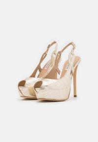 Guess - GINNIA - Platform heels - plaino - 2