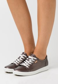 ECCO - SOFT - Sneakers laag - dark brown - 0
