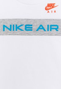 Nike Sportswear - Triko spotiskem - grey heather - 3