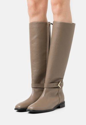 MILLION REASONS - Vysoká obuv - brown