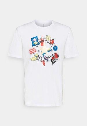 MI GENTE BODEGA RUN GRAPHIC TEE UNISEX - Camiseta estampada - white