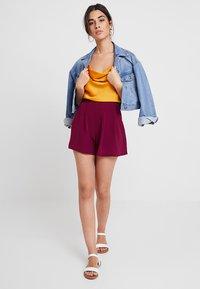 KIOMI - Shorts - red violet - 1