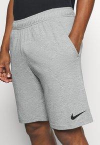 Nike Performance - DRY FIT - Short de sport - grey heather - 5