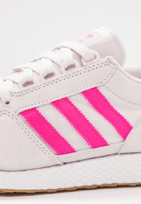 adidas Originals - FOREST GROVE - Joggesko - orchid tint/shock pink/footwear white - 2