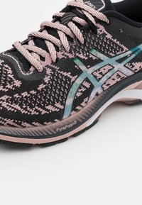 ASICS - GEL-KAYANO 27 THE NEW STRONG - Zapatillas de running estables - black/ginger peach - 5