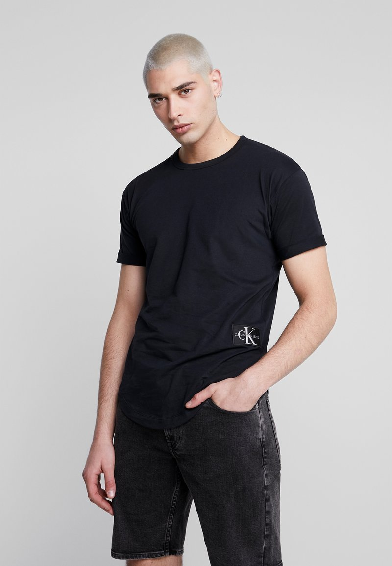 Calvin Klein Jeans - BADGE TURN UP SLEEVE - Triko s potiskem - black