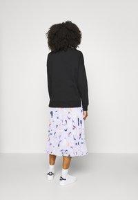 Zign - Slit Sides Oversized Sweatshirt - Sweatshirt - black - 4