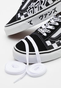 Vans - OLD SKOOL UNISEX - Trainers - black/true white - 7