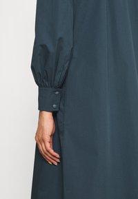 Tory Burch - ARTIST DRESS - Shirt dress - dark chambray - 6