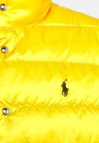 Polo Ralph Lauren - DENVER VEST - Waistcoat - dark sage/slicker yellow - 8